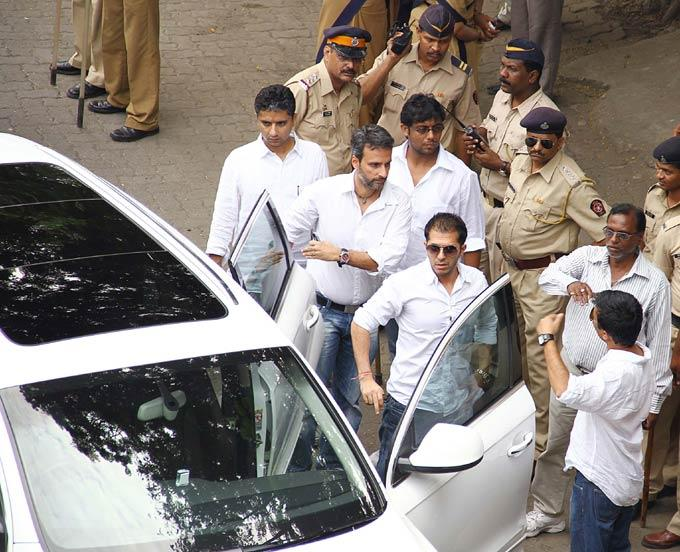 Ritesh Sidhwani Spotted For Pay His Last Respects To The Romance King