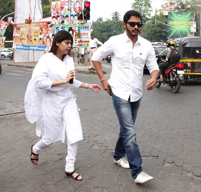 Shreyas Talpade With Wife Spotted At Yash Chopras Last Rites