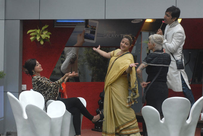 Sana,Urvashi,Rajeev And Sapna Expressing Their Love In The Bigg Boss House 6