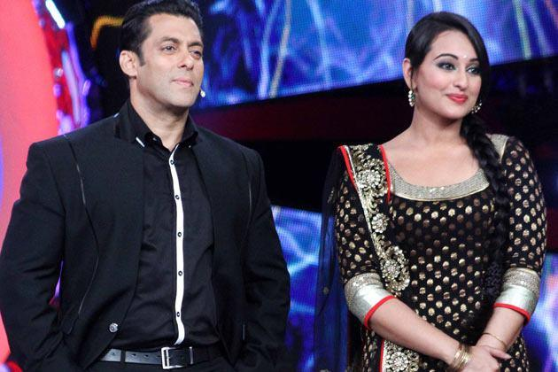 Salman And Sonakshi Nice Look With Cute Smiling Still