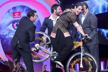 Salman,Sanjay,Ajay And Sonakshi Spotted At Bigg Boss 6
