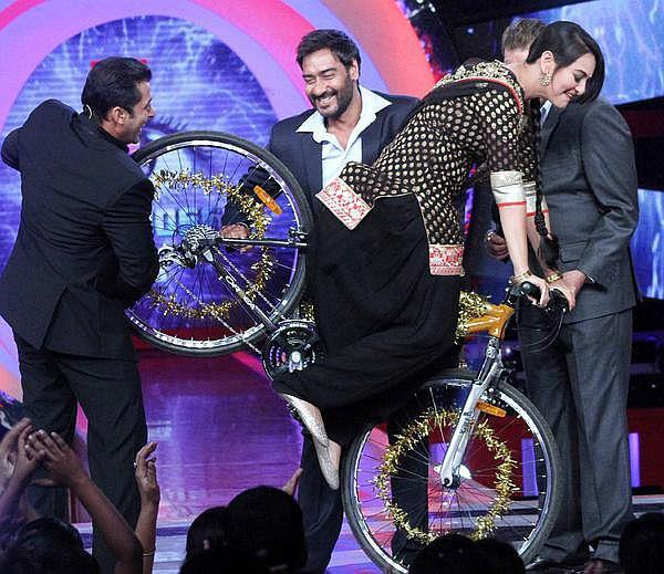 Sanjay,Ajay And Sonakshi arrived At The Sets Of Bigg Boss In Lonavala.