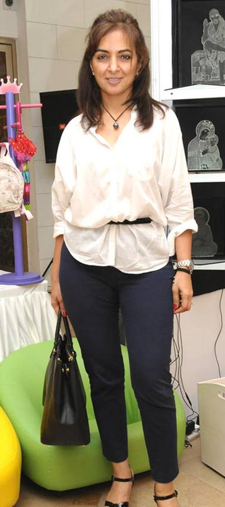 Lata Patel Clicked During The Exhibition Araish