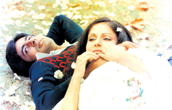 Amitabh And Rakhee A Still From Kabhie Kabhie