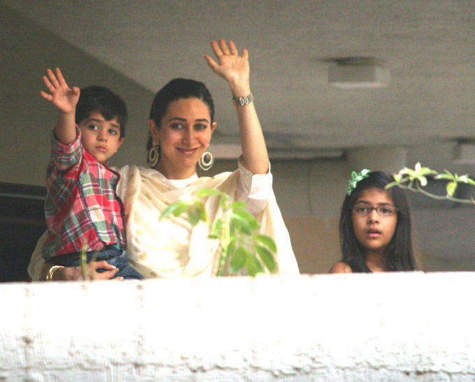 Karisma Kapoor,Samaira And Kiaan Greets Still