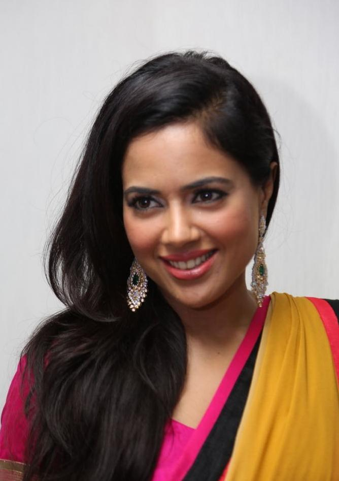 Sameera Latest Hot Still  In Saree At Solitaire Experience Lounge