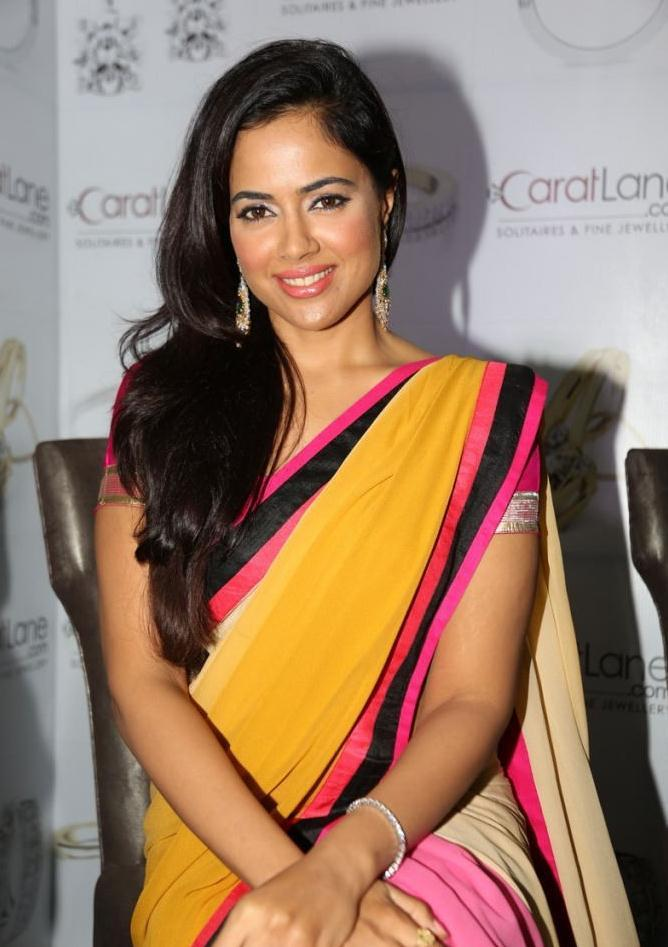 Sameera Nice Look With Cute Smiling Still  In Saree