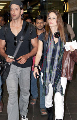 Hrithik With Wife Suzanne Still At Mumbai Airport