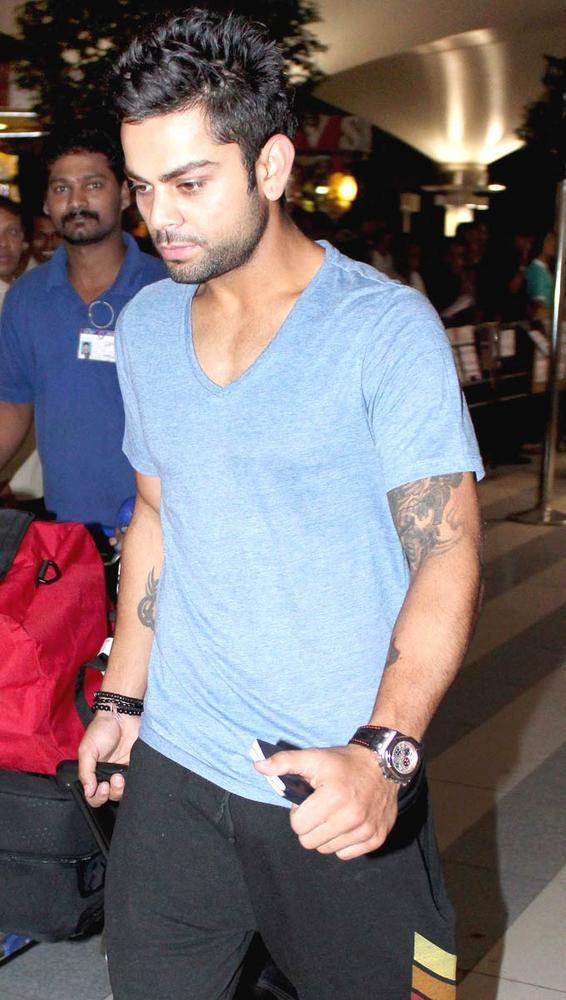 Virat Kohli Photo Clicked At Airport