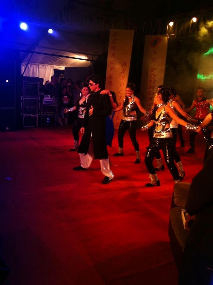 Shahrukh Khan Performed Dance At Vashi Durga Puja 2012