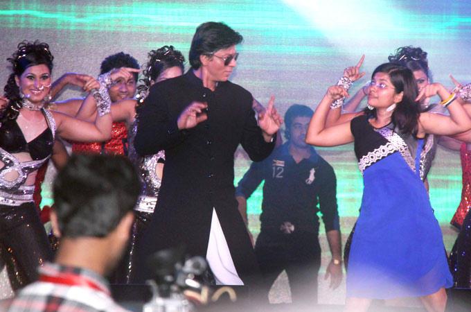Shahrukh Khan Rocks At Durga Puja Event