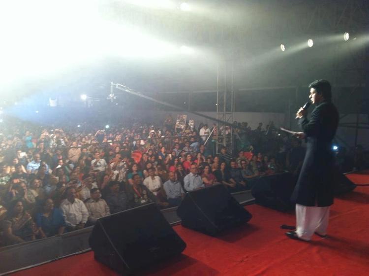 Shahrukh Khan In A Stage At Vashi Durga Puja 2012
