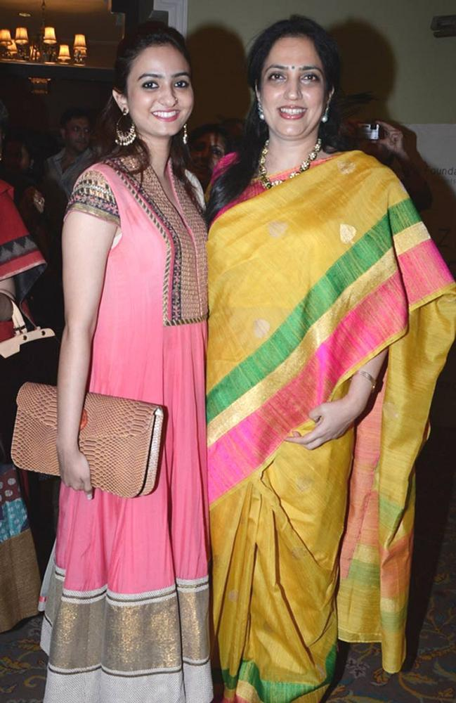 Rashmi With Daughter During At The Sahchari Foundation Event