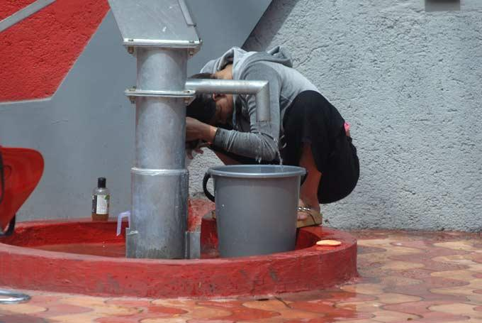 A Contestant At The Handpump In The Bigg Boss House