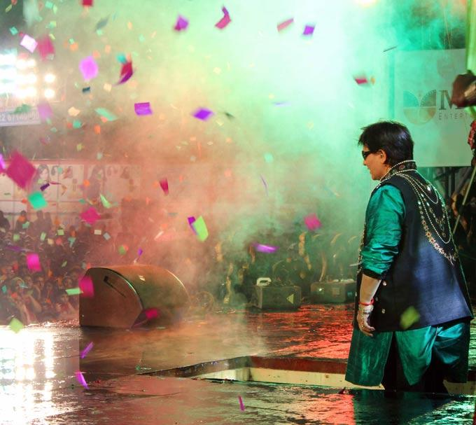 Falguni Pathak Rock In Stage At Her Navratri Event