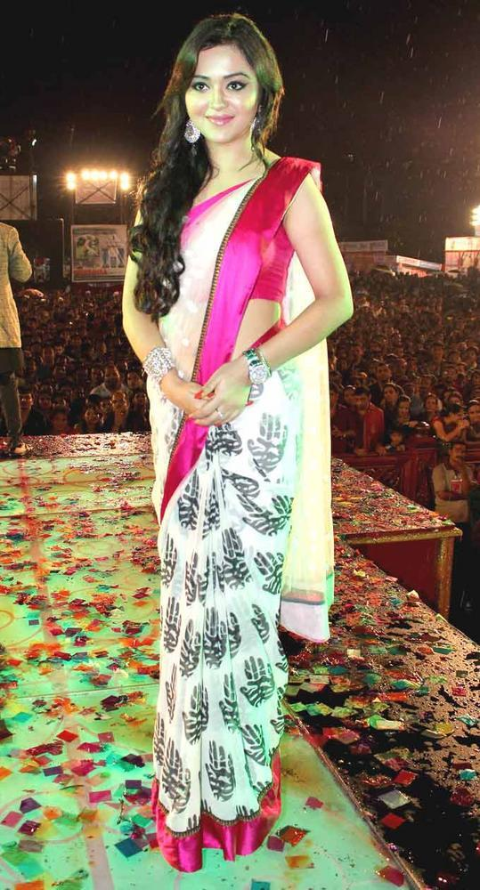 A Star At Falguni Pathak's Navratri Event