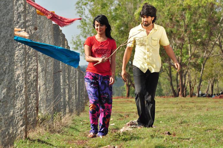 Yash And Radhika Look Fabulous During Sandalwood Drama Movie Shoot
