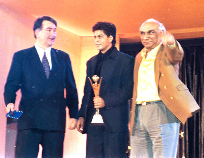Randhir,Srk And Yash Chopra At An Awards Function