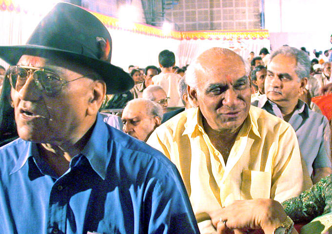 Yash Chopra With Amrish Puri And Ramesh Sippy Nice Still