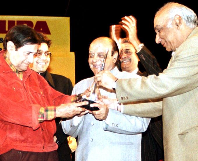Yash Chopra And Dev Anand Cool Still
