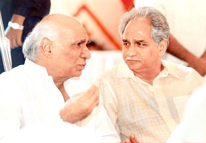 Yash Chopra And Ramesh Sippy Discussion Still