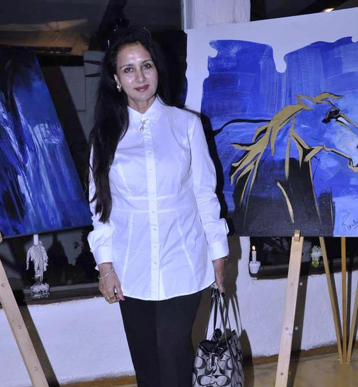 Poonam Clicked A Pose At Rouble Nagi's Painting Exhibition