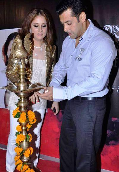 Salman Inagurated Rouble Nagi's Painting Exhibition