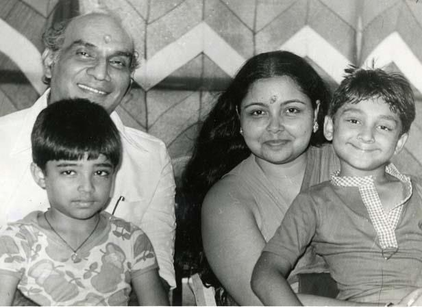 Yash With His Family Photo Still