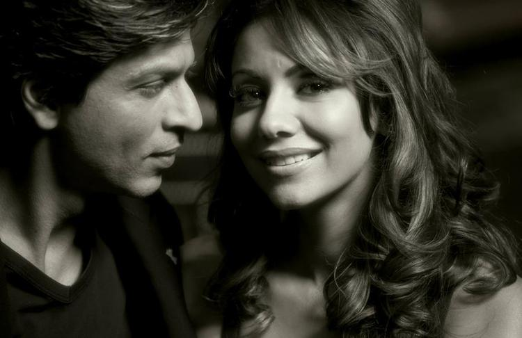 Shahrukh Khan And Gauri Khan Nice Look Still