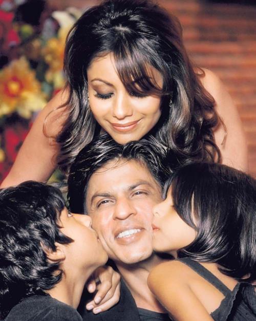 Shahrukh,Gauri With Kids Smiling Cool Still