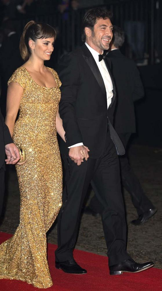 Javier With Wife Penelope Cruz Spotted For Royal Premiere Of Skyfall