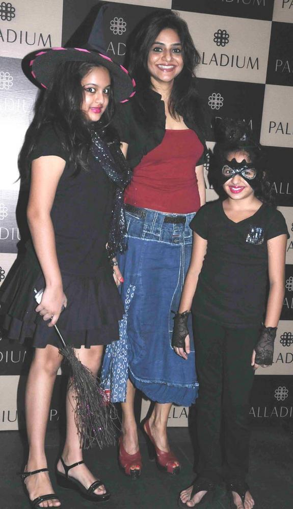 Madhoo With Her Kids Photo Clicked At Get Spooked Bacha Party
