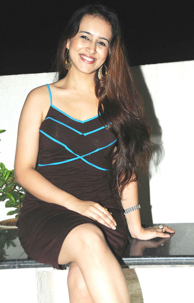 Dr Pooja Completed Her Look With Flowing Hair Still At Amy Billimoria Birthday Bash