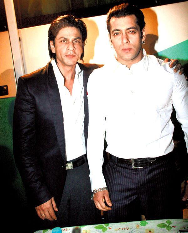 Shah Rukh And Salman Cute Look Still