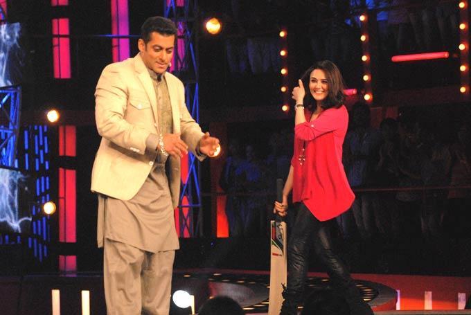 Salman Played Cricket With Preity Zinta On Bigg Boss 6