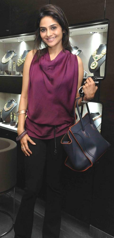 Madhoo Shah Spotted At Begani Jewels Store Launch