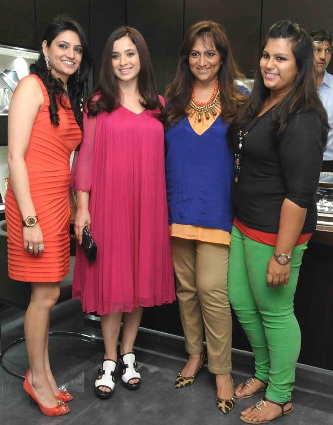 Richa,Simone,Sharmilla And Shaan At Begani Jewels Store Launch