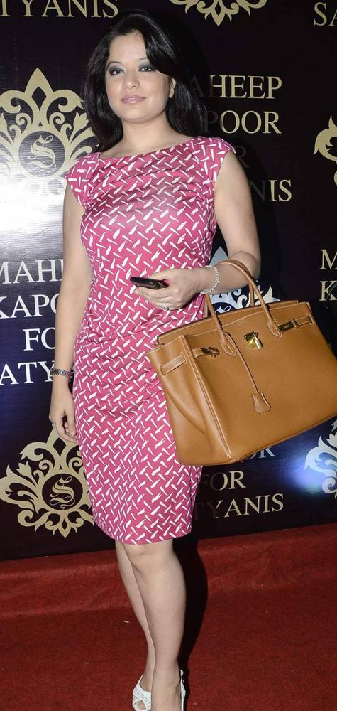 Arzoo Govitrikar Clicked For Pose At Satyani's Diamond Boutique