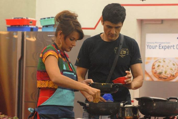 Karishma And Niketan In Bigg Boss Kitchen Room