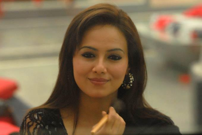 Sana Khan Cute Face Look Still In Bigg Boss House
