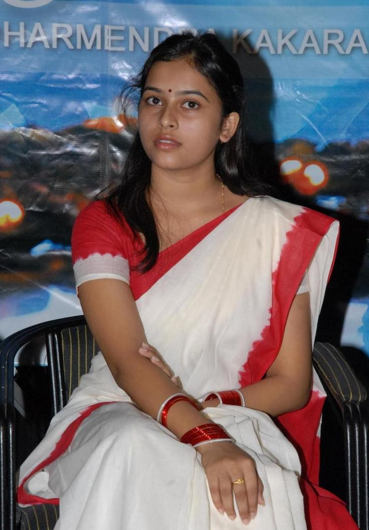 Sri Divya Nice Look In Saree Still