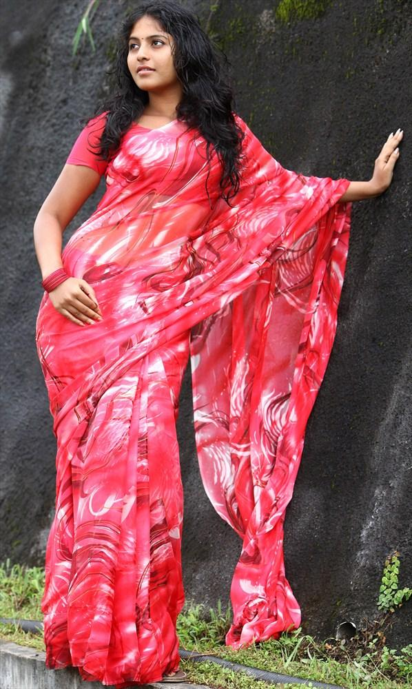 Anjali Sexy Look In Saree From Naluguru Snehitula Katha Movie