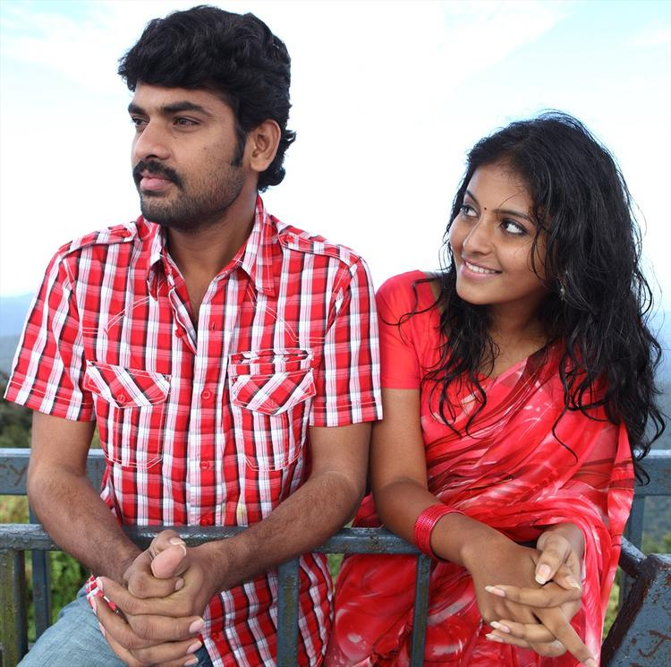 Vimal And Anjali A Nice Still From Naluguru Snehitula Katha Movie