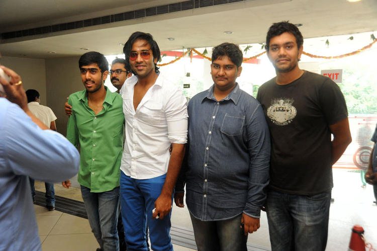 Vishnu And Manoj At Denikaina Ready Premiere Show