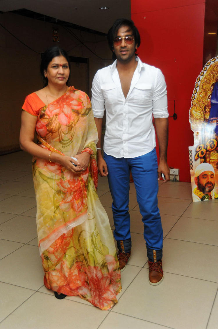 Vishnu With Nirmala During The Premiere Show Of Denikaina Ready