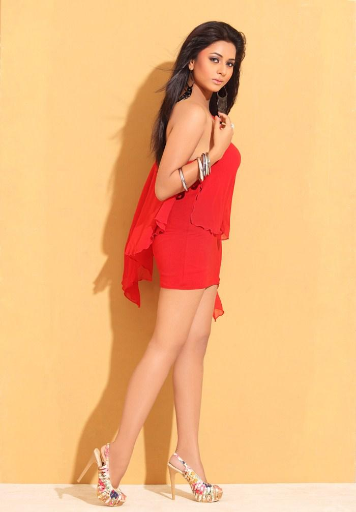 Suza Hot Look In Red Dress Still