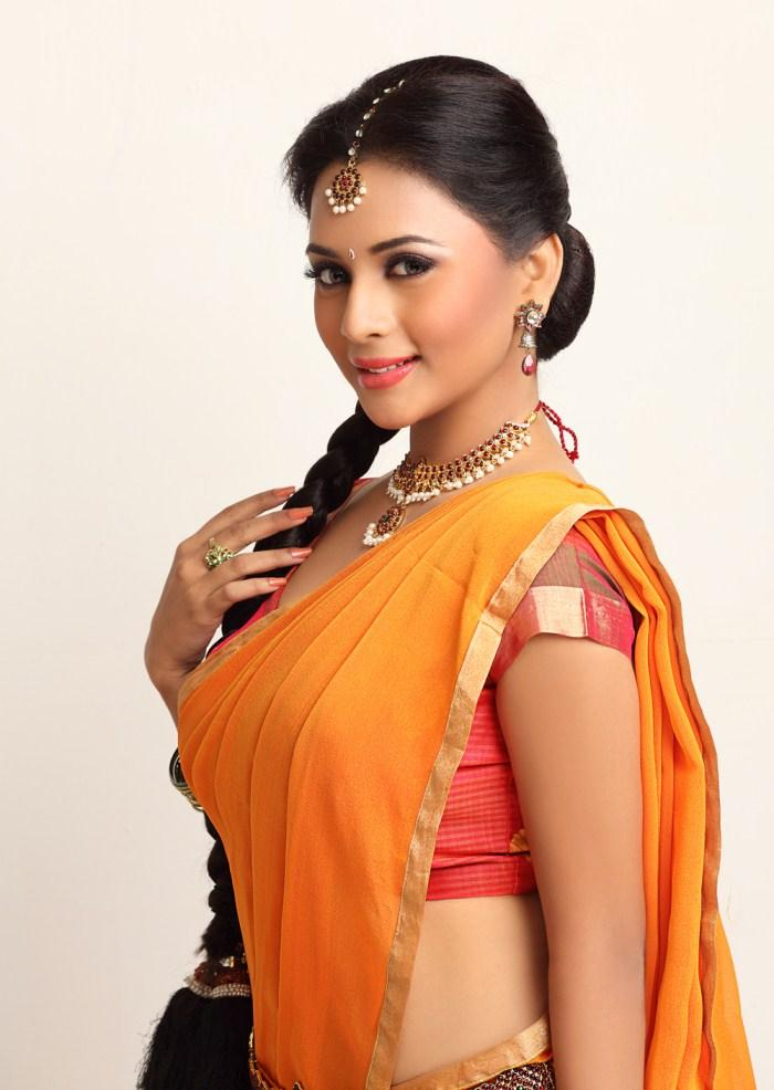 Suza Traditional Look In Saree Still