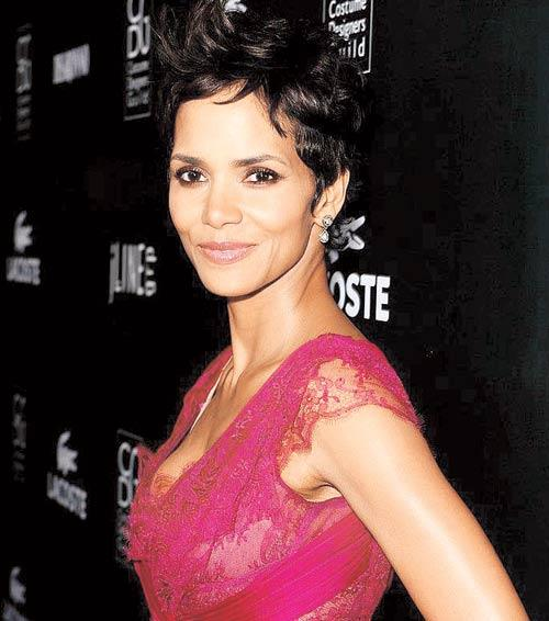 Halle Berry Dazzling Face Look Still