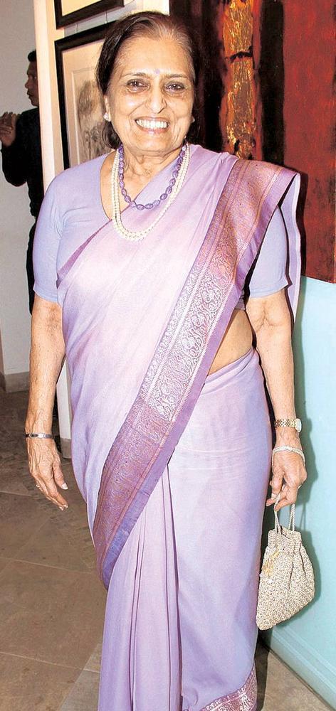 Saryu Doshi At An Art Show