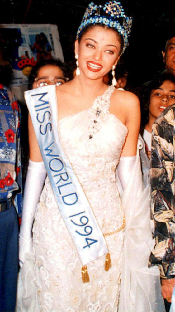 Aishwarya Photo Clicked In White Grown At 1994 Miss India Contest
